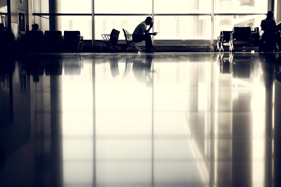 airport-923970_960_720