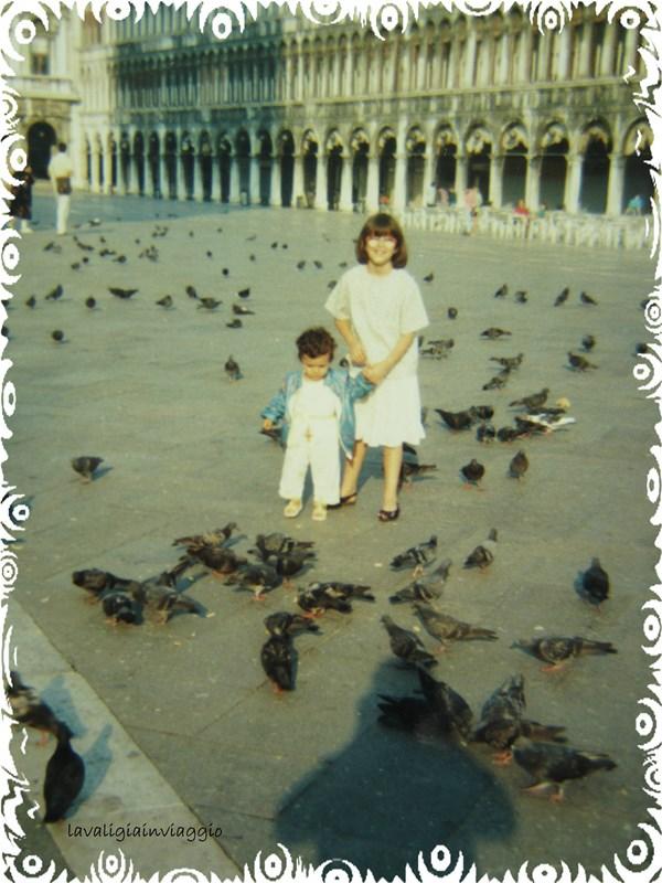 Io e mia sorella durante un viaggio a Venezia