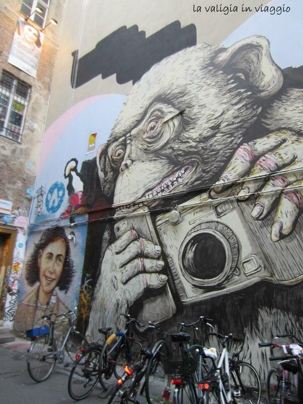 Street art in Hackesche Höfe