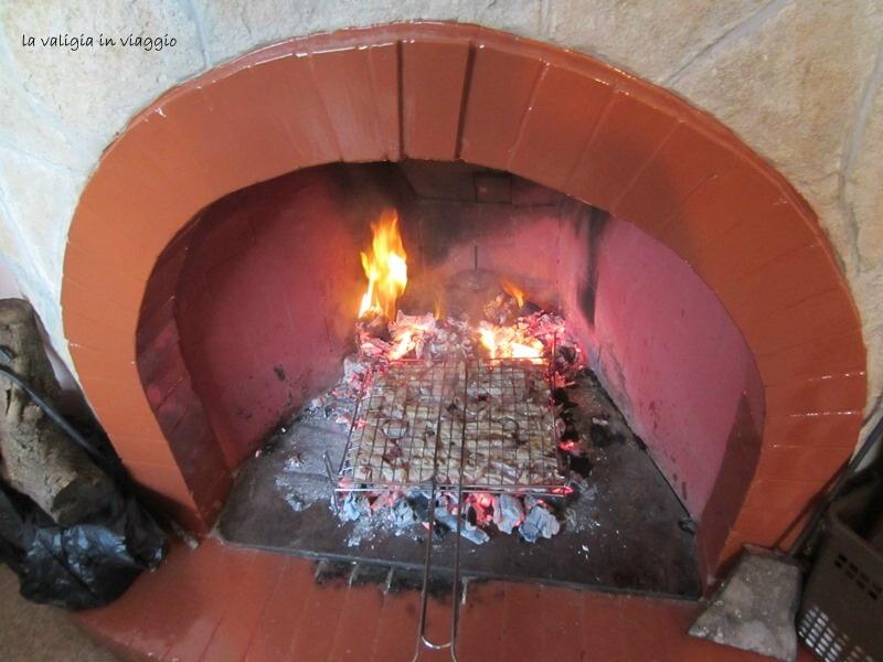 L'arrosto che cuoce sui carboni.