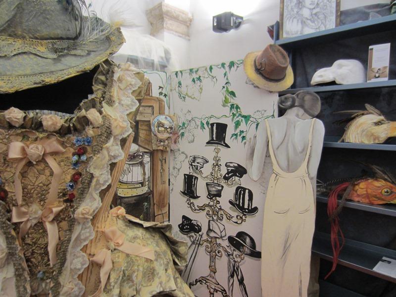La mostra sul Carnevale di Putignano, allestita, per l'occasione, nella Biblioteca Comunale