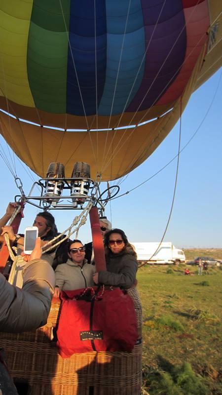 Carmen Lasorella in partenza per il giro in mongolfiera, sulla Murgia di Matera